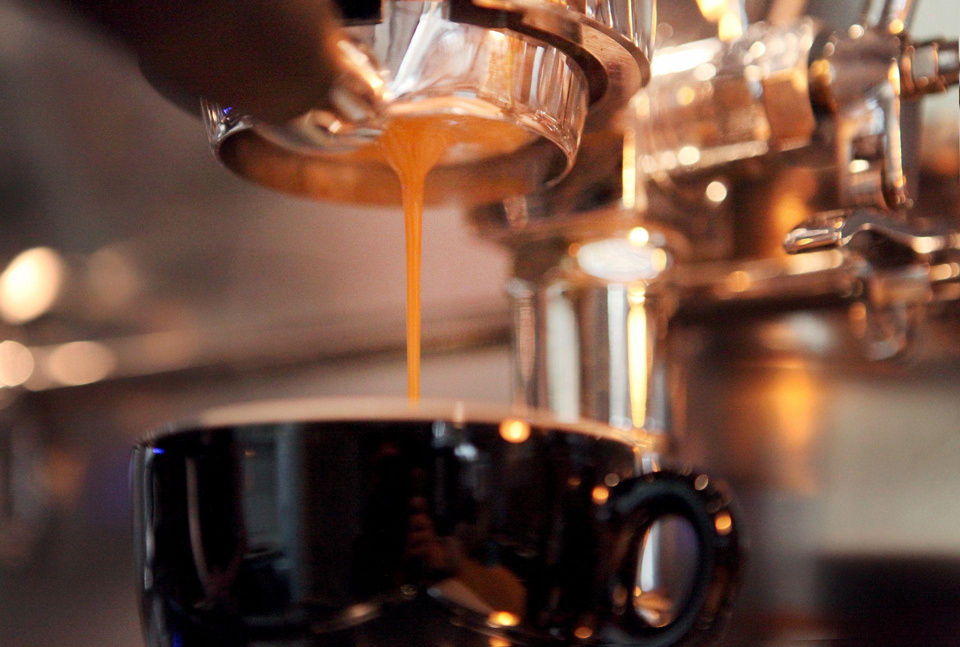 Príprava kávy s kávovarom Faema